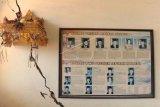 Tembok ruang kelas retak akibat gempa di SD Negeri 8 Ungasan, Badung, Bali, Selasa (16/7/2019). BMKG memutakhirkan data gempa bumi tektonik yang awalnya memiliki kekuatan 6 SR menjadi 5,8 SR di laut dengan jarak 80 km arah Selatan Negara, Jembrana, Bali, pada kedalaman 104 kilometer yang mengakibatkan sejumlah bangunan dilaporkan mengalami kerusakan. ANTARA FOTO/Fikri Yusuf/nym.