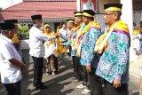 Bupati lepas 242 calon haji Tanah Datar, satu ditunda berangkat karena sakit
