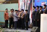 Jusuf Kalla  serahkan penghargaan pemda dan kepala daerah terbaik
