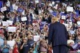 Penyintas penganiayaan terkait kebebasan beragama ditemui Trump