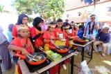 PLN Makassar perkenalkan kompor induksi ke anak-anak