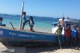 Kapal ikan tanpa awak terdampar di Pulau Sabu
