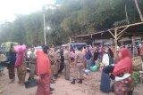 Satpol PP Lombok Barat menertibkan pedagang pasar tradisional