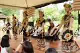 Rainforest World Music Festival (RWMF) merupakan festival musik tahunan yang telah digelar Sarawak Tourism Board (STB) sejak tahun 1998. Event yang rutin digelar setiap tahunnya selama tiga hari di Sarawak Cultural Village atau Kampung Budaya Sarawak di Kuching, Sarawak, Malaysia tersebut, bertujuan untuk merayakan keberagaman musik dunia. Pada tahun ini, RWMF 2019 dilaksanakan pada 12-14 Juli 2019. Dalam festival tersebut, pengunjung dapat menikmati pertunjukan musik, pameran kerajinan, gerai makanan, workshop hingga konser musik. Selain itu, pengunjung juga dapat mencoba beragam aktivitas seperti membuat lukisan, tato henna dari daun inai, bermain kano atau rakit, bermain gasing hingga berbelanja hasil kerajinan warga setempat. Untuk pertunjukan musiknya, tersaji beragam jenis seperti musik tradisional, fusion dan kontemporer. Rainforest World Music Festival menjadi perhelatan musik terbesar di Malaysia, yang pada tahun ini menampilkan 29 musisi yang didatangkan dari berbagai negaradi dunia yaitu antara lain Malaysia, Indonesia, Morocco, Vietnam, Scotland, Canary Islands, Chile, Madagascar, Russia, Ireland, Bhutan, Spanyol, Prancis, Jamaica, Estonia, Iran, Mongolia, New Zealand, Mauritius dan Cape Verde.