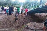 Penahan sling jembatan gantung Cacang patah, lima pekerja jadi korban