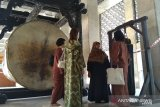 Selasa kemarin, replika perkampungan Betawi hingga artis ditangkap