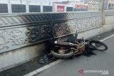 Uang belasan juta digasak begal, sepeda motor korban pun terbakar
