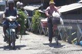 Warga keluhkan kondisi jembatan titian rusak di Kapuas