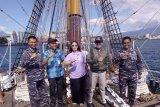 KRI Dewaruci merapat di Teluk Manado
