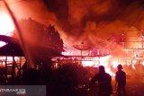 Akibat arus pendek listrik 12 unit rumah habis terbakar