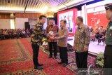 Bupati Mahulu raih Penghargaan TPID Berprestasi