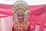 Lisda Hendrajoni populerkan baju khas Kerajaan Inderapura ke tingkat nasional