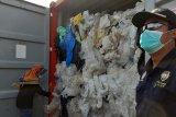 Bea cukai reekspor limbah plastik ke Prancis dan Hongkong
