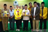 Yanti Airlangga Hartarto serahkan peralatan salat untuk masjid di Semarang
