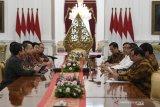 Presiden Jokowi menerima pimpinan Softbank dan Grab