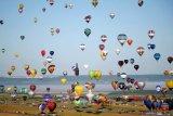 Wow! Ratusan balon udara terbanyak terbang pecahkan rekor dunia