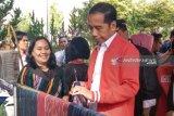 Presiden Jokowi beli jaket tenun ulos seharga Rp2,5 juta