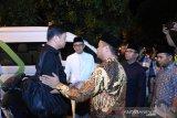Gubernur dan Wagub Sulsel  sambut kedatangan jenazah IYL