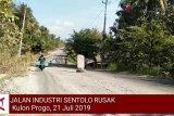 VIDEO: Jalan Industri Sentolo rusak parah