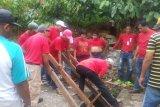 Buntut dualisme kepengurusan KAN, warga tutup saluran air PT Semen Padang