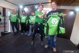 Jaket dengan logo terbaru Gojek dibandrol Rp130 ribu untuk mitra driver