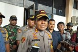 Polisi amankan enam orang usai rapat pleno KPU Mimika