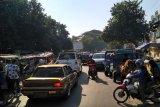 Warga keluhkan kemacetan arus lalu lintas di Pasar Kebon Roek