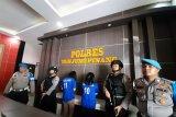 Polisi Tanjungpinang amankan dua wanita pengguna narkoba (video)