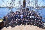 KRI Dewaruci bawa Wali Kota GSV Lumentut berlayar di Laut Bunaken