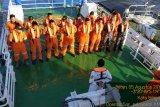 Korban kapal terbakar 30 orang belum ditemukan di Selat Makassar
