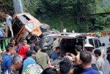 Lalu lintas Padang-Bukittinggi kembali dibuka usai kecelakaan di Lembah Anai