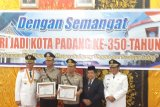 Sukses tekan pungli, Pemkot Padang berikan penghargaan Kapolresta