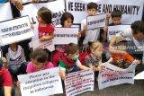 Ratusan pencari suaka di Pekanbaru demo kantor IOM