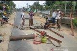 Warga Braja Indah Lamtim perbaiki jalan rusak