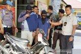 Penjambret ditangkap warga setelah ditabrak korbannya