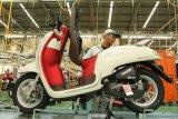 Honda Scoopy 'Merah Putih' mengaspal di Indonesia, sambil jalan bisa cas HP