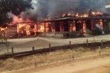 Ditinggal pergi pemiliknya, sebuah rumah di Lamandau ludes terbakar