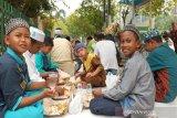 Gerakan sosial berbagi nasi bungkus disambut antusias