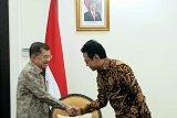 Wapres shalat Ied dan bagikan daging kurban di Makassar