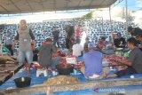 25 warga non-Muslim Waena Jayapura dapat paket daging kurban