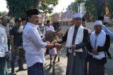 Wali Kota Mataram serahkan puluhan ekor hewan kurban ke PHBI