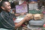 Dilarang penggunaan plastik, stok besek bambu menipis