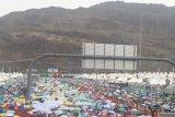 Hujan deras di Mina, jemaah Indonesia tetap lempar jamrah