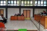Empat terdakwa  korupsi  tugu terancam dijerat pasal berlapis