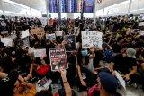 Perenang nasional Siman Sudartawa tertahan di Hong Kong