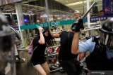 Bentrokan di bandara Hong Kong pecah setelah penerbangan dihentikan