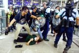 Dampak demontrasi, Bandara Hong Kong hentikan layanan 'check-in'