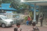 Penyidik KPK bawa dua koper usai geledah Rrumdis Wali Kota Dumai