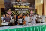 Polda Jatim tangkap lima tersangka terkait perdagangan merkuri