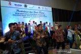 Pejabat BUMN ikut menari bersama peserta SMN asal Sulawesi Utara